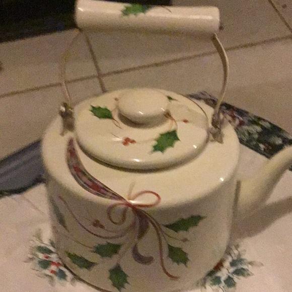 Lenox Holiday Nouveau teakettle